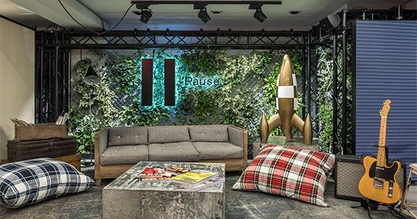 Bershka inaugura il suo pop up store pi grande del mondo for Bershka roma via del corso