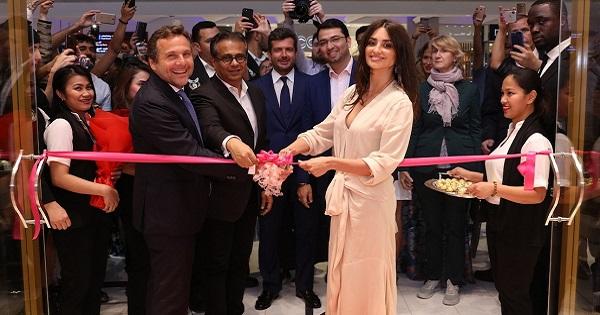 Carpisa: apertura di un nuovo flagship store a Dubai con Penelope Cruz