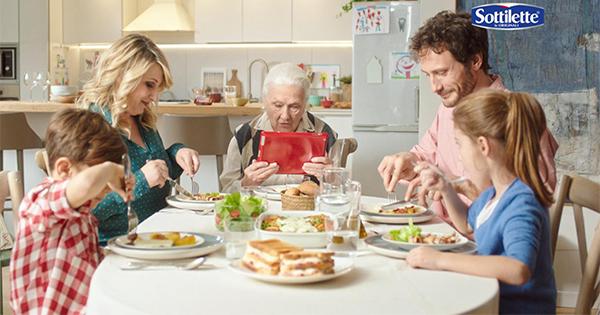 La nonnina diventa social nel nuovo spot di Sottilette