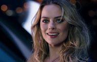 Margot Robbie sfreccia a Monte Carlo sulla NissanBladeGlider