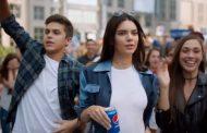 Troppe polemiche per il nuovo spot: Pepsi ritira la pubblicità con Kendall Jenner