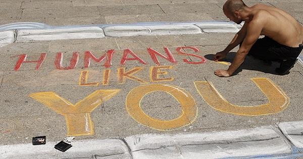 Humans, Like You: a Milano lo street art solidale di The Big Now in favore di Emergency