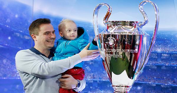Torna in Italia l'UEFA Champions League Trophy Tour presentato da UniCredit