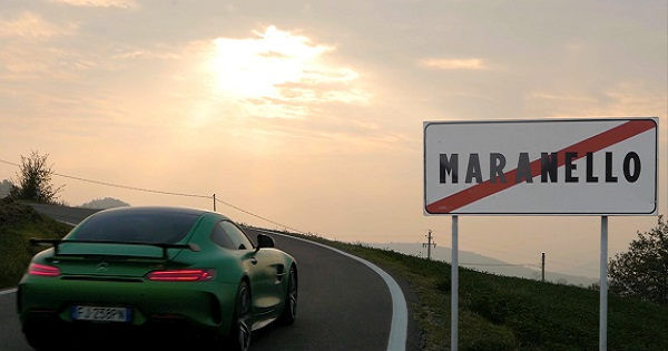 Mercedes-Benz sfreccia a Maranello con il video virale di Roncaglia
