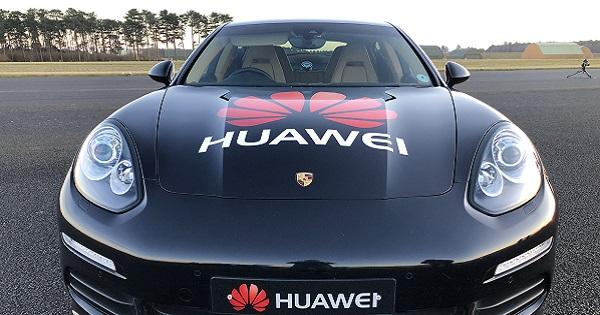 Huawei annuncia la prima auto guidata da uno smartphone