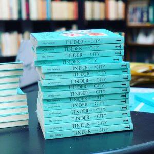 """Il libro """"Tinder and the city. Avventure e disagi nel mondo delle dating app"""""""