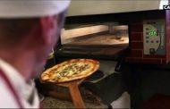 Pizza Corona, lo spot francese irride il contagio in Italia: è bufera