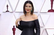 Agli Oscar Laura Pausini non vince ma incanta tutti con la sua voce